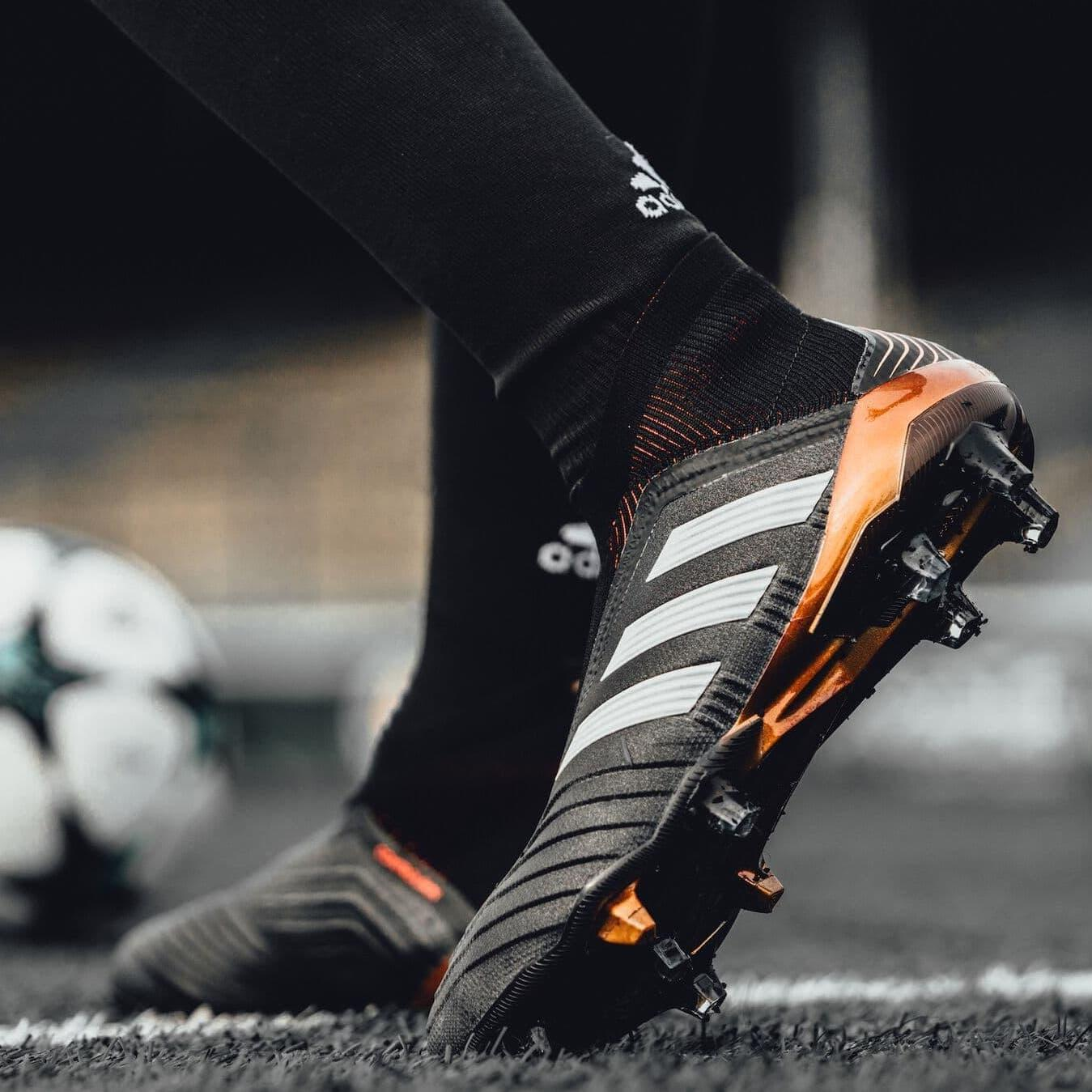 PREDATOR TANGO 18+ TURF BOOT - CORE BLACK/WHITE/SOLAR RED